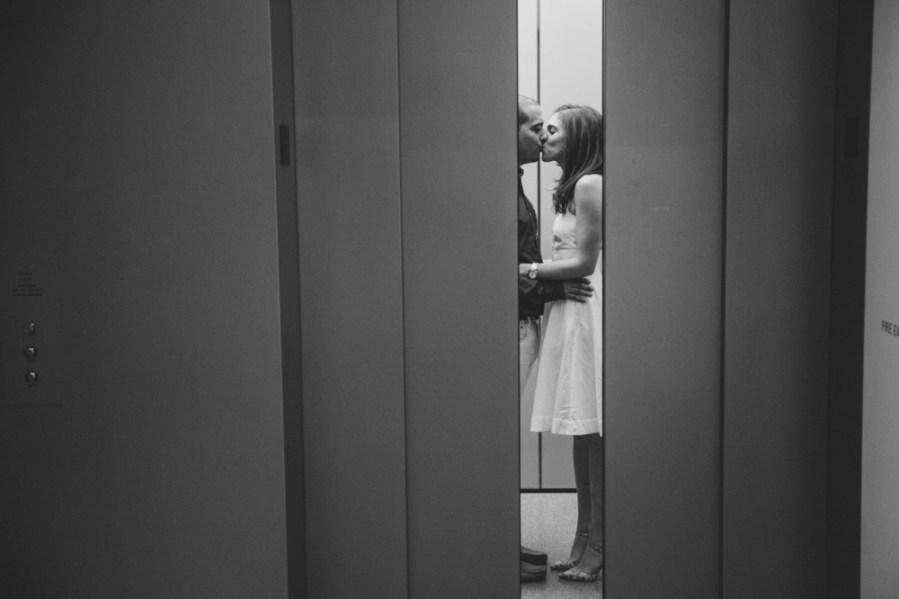 пара в лифте