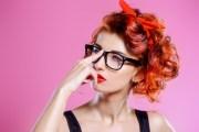 Должна ли девушка писать парню первая: научная точка зрения