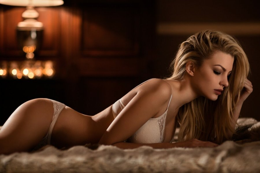 позы для секса на животе