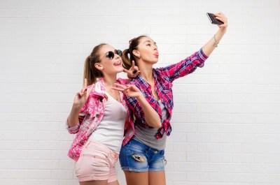 Как подписать фото в Инстаграм: 150 фраз для девушек и парней
