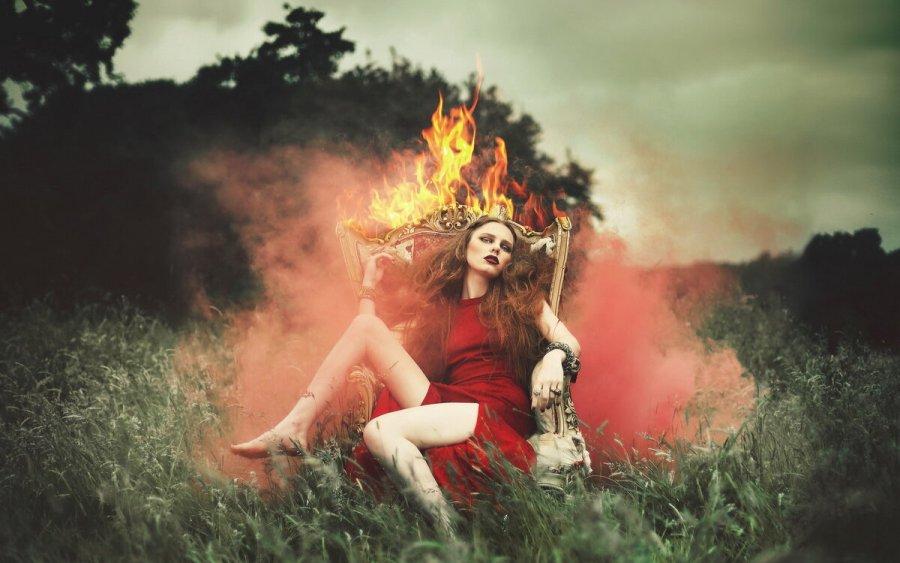 девушка и огонь