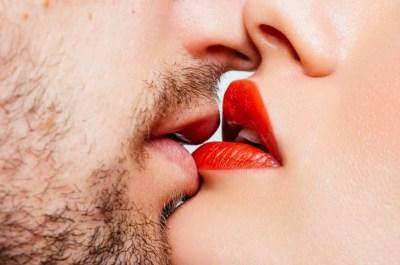 Что такое французский поцелуй и как целоваться с языком правильно?