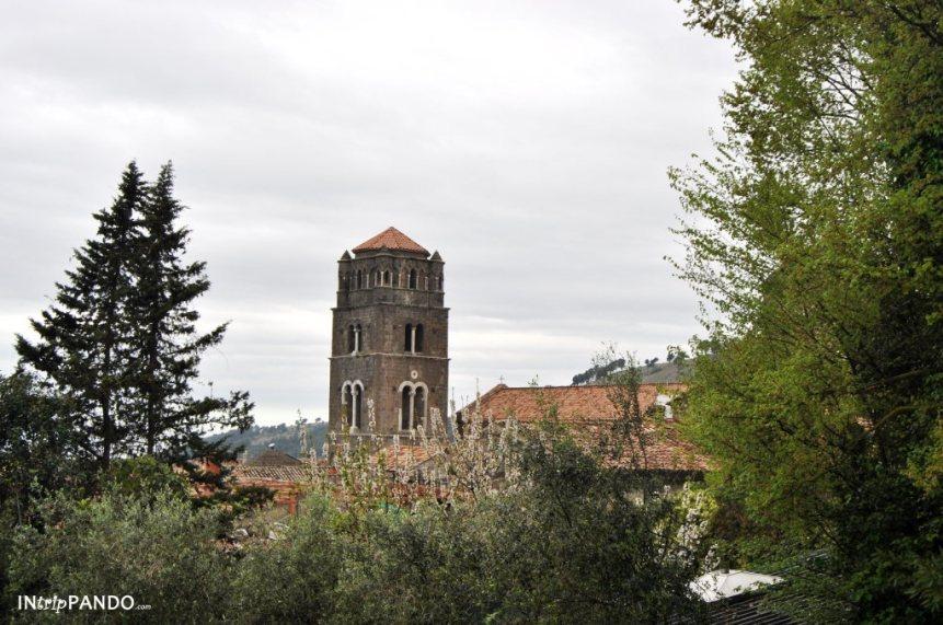 panorama di Casertavecchia con vista del campanile