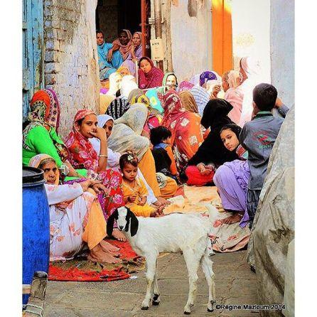donne per strada in India