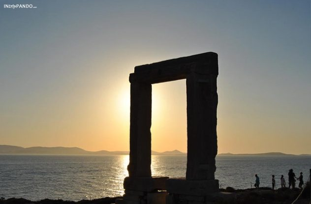 Porta di Apollo di Naxos al tramonto
