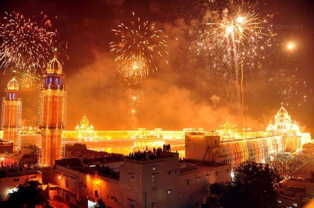 Festa Diwali al Tempio d'Oro in India