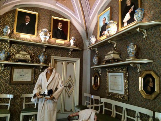 I lussuosi arredi della farmacia Santa Maria Novella a Firenze