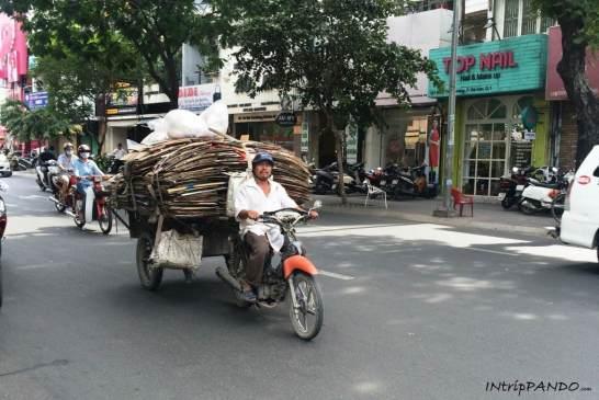 Motorino stra-carico in Vietnam
