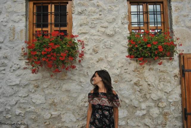 Finestre con fiori a Mostar