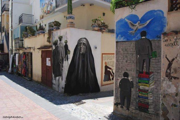 Murales con donna a Diamante