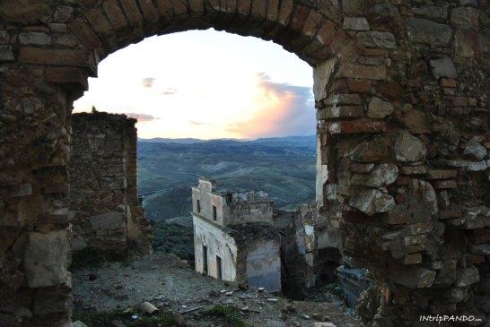 Il panorama dal borgo di Craco