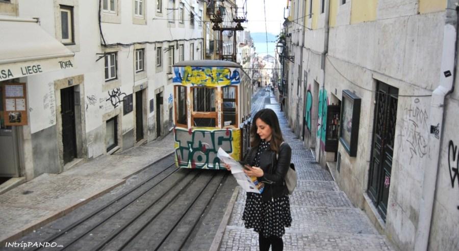 tram nel Bairro Alto di Lisbona