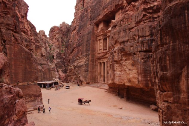 Lo spiazzo antistante il Tesoro a Petra
