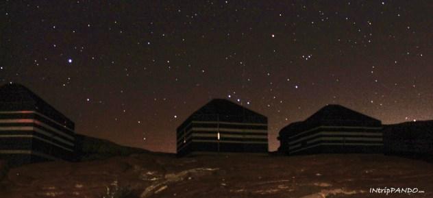 Il cielo stellato del deserto del Wadi Rum