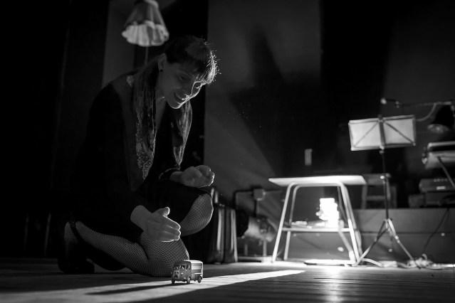 Crítica à peça Um museu vivo de memórias pequenas e esquecidas – Teatro S. Luiz, 19/10/2017