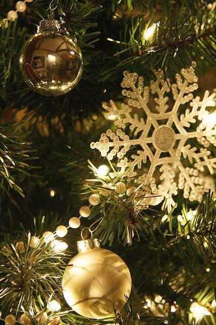 christmas-decor-gold-snowflake-Favim.com-1564305