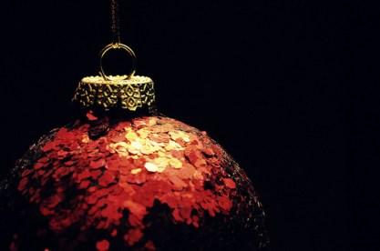 Favim.com-christmas-decorations-gold-holiday-red-sparkle-101316