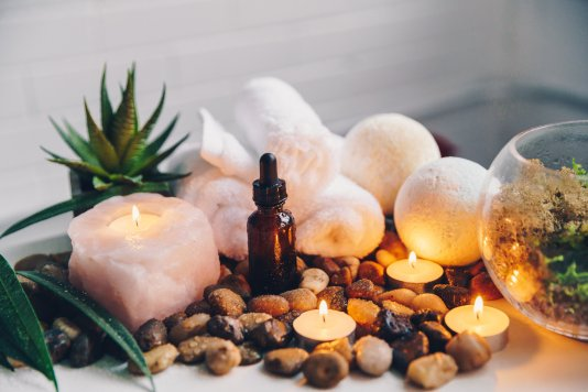 candles-glow-with-spa-decor_4460x4460