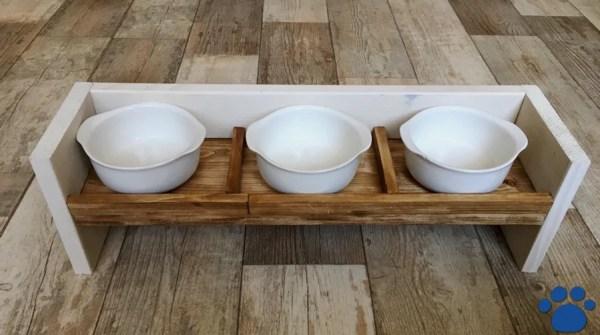 多頭飼いのペット食器台は100均のグラタン皿で代用できる