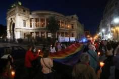 A PALERMO dalla Fiaccolata e veglia per il superamento dell'omotrasfobia del 17 maggio 2017 (Foto tratte da Repubblica.it)