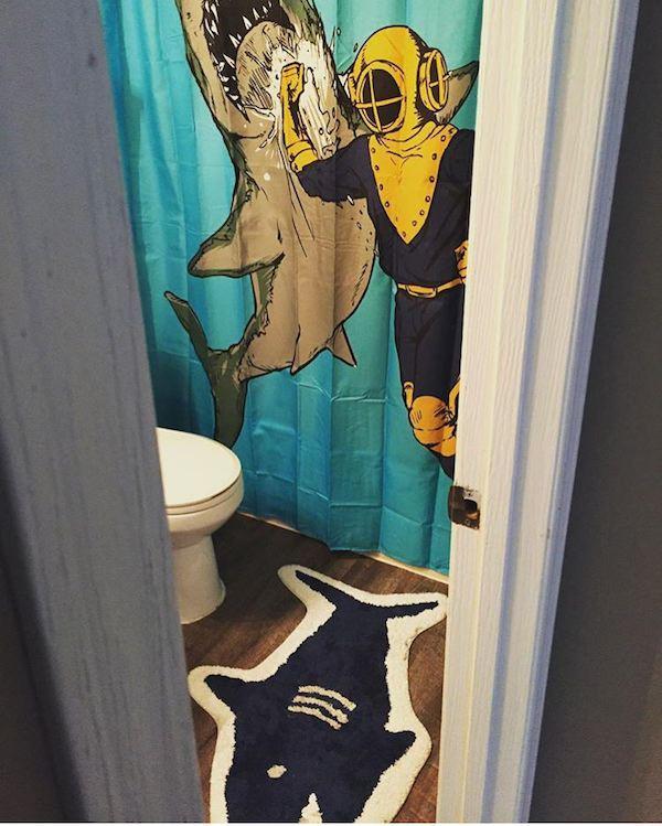 Необычные занавески для душа, которые действительно преображают ванную комнату (28 фото)