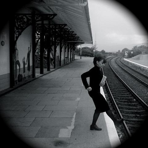 Ally kick over tracks
