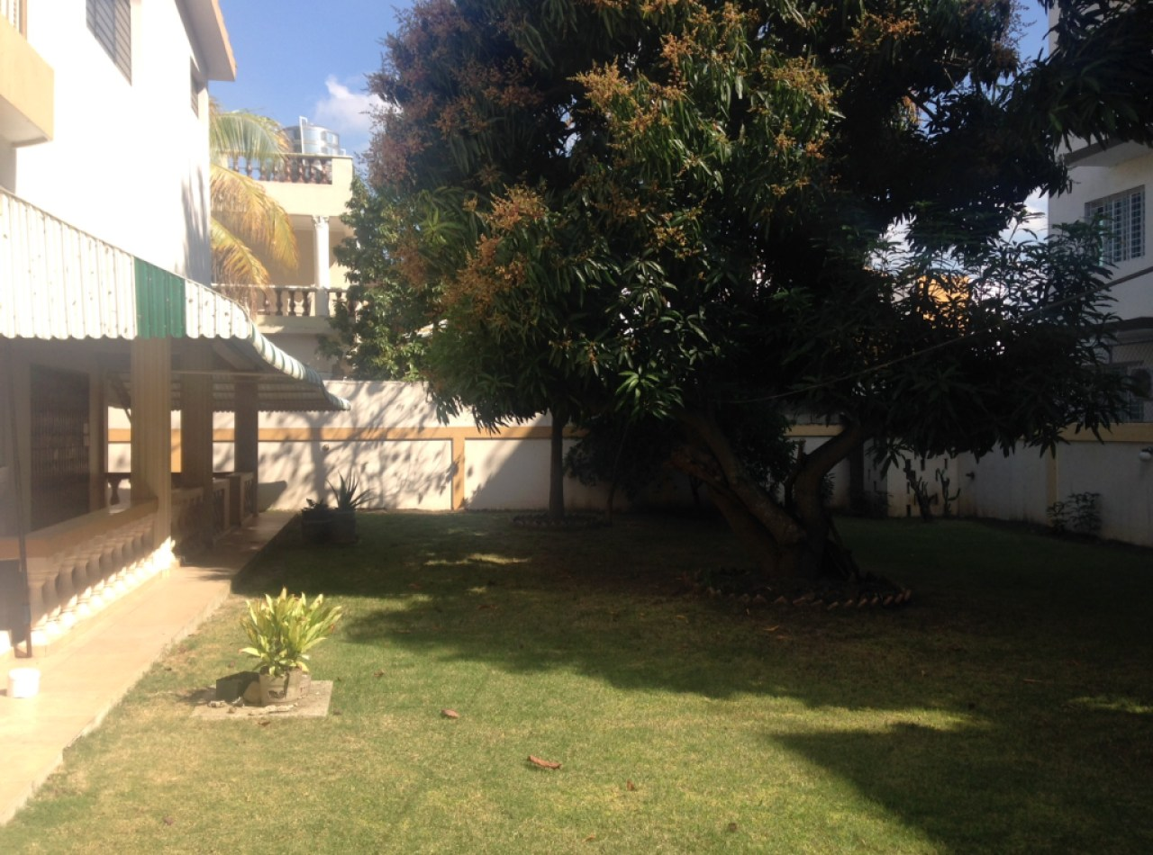 Casa en la Española con 4 Habitaciones y 740 Mts2 de Solar