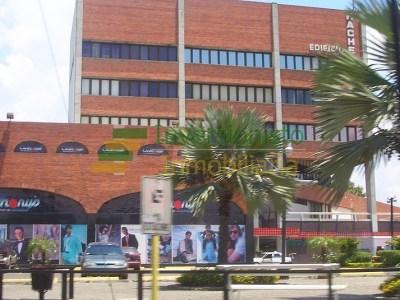 Corporativo Local en el 4to Nivel del Edificio Hache con 290 Mts2, Santiago