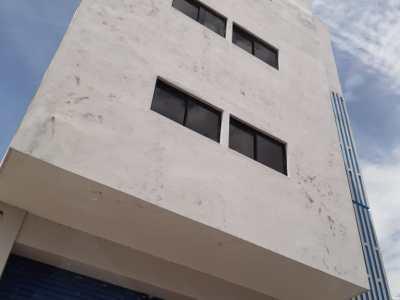 Edificio Comercial de 4 Niveles con 1,378 Mts2 de Construcción