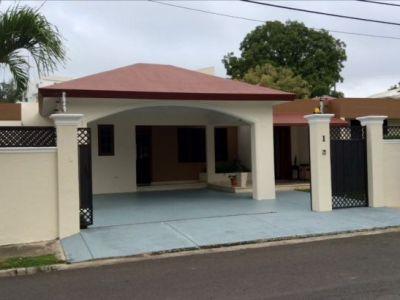 Hermosa Casa Ubicada en la Calle Mayaguez