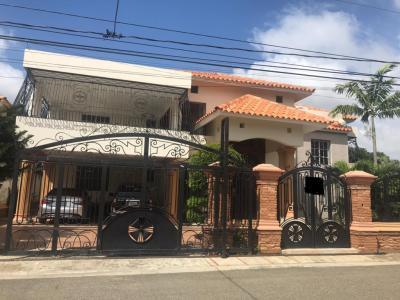 Casa en Venta con 5 Habitaciones en Residencial Hispanoamericana