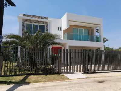 Hermosa Casa con 4 Habitaciones en Venta en Villa maría, Santiago