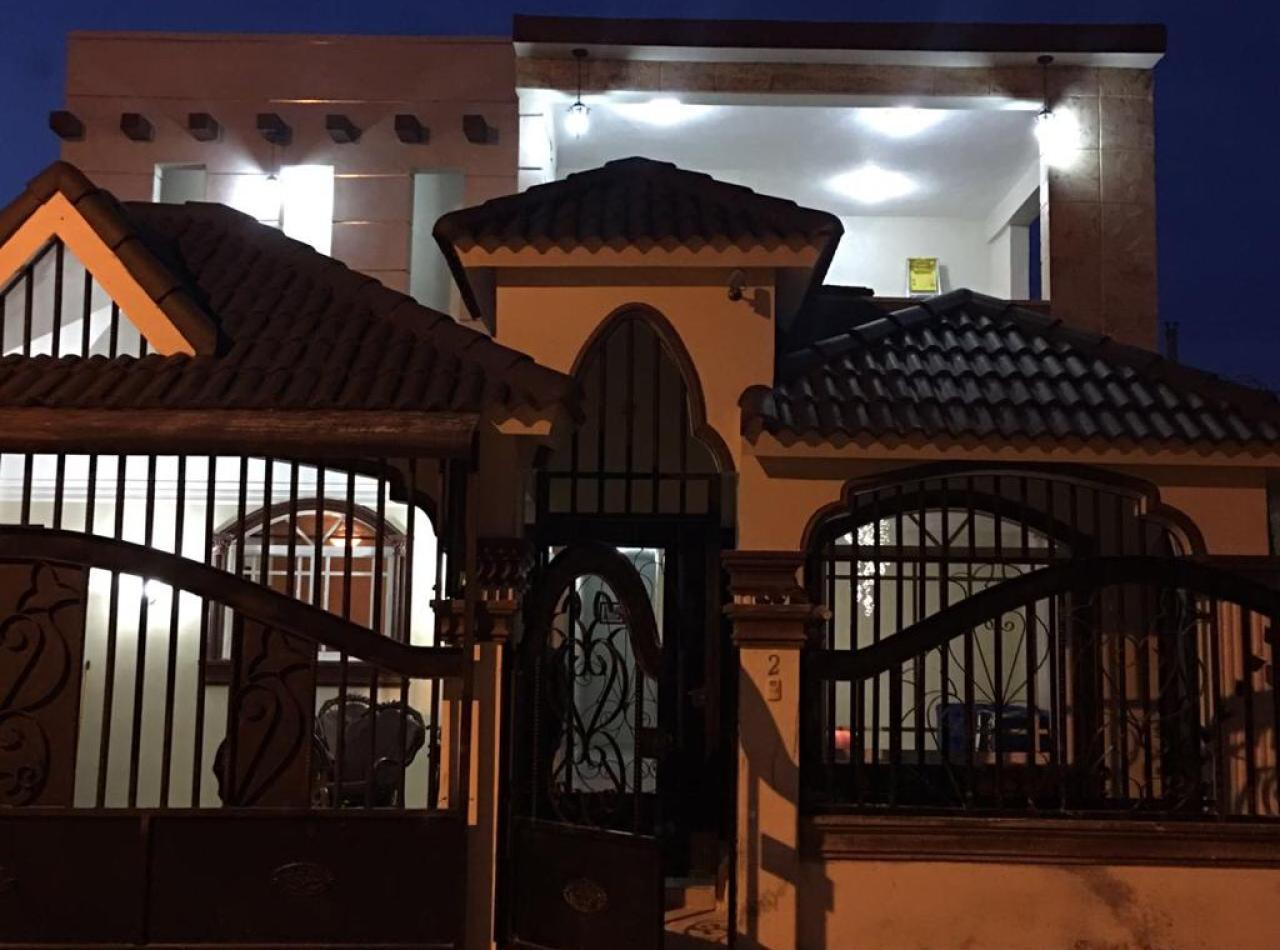 Hermosa Casa de Dos Niveles  Independientes en Los Prados, Santiago.