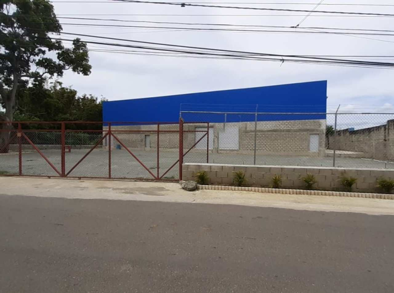 Nave Industrial en Alquiler Próxima a la Ave. Hispanoamericana, Santiago.