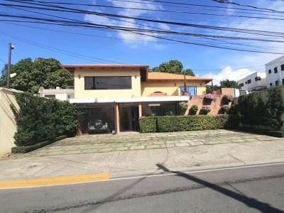 Hermosa y Confortable Casa en Venta, Reparto Oquet, Santiago.
