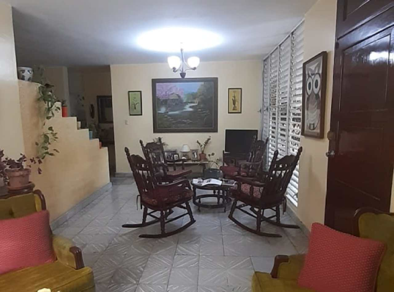 Hermosa y Confortable Casa en Venta, Reparto Oquet, Santiago