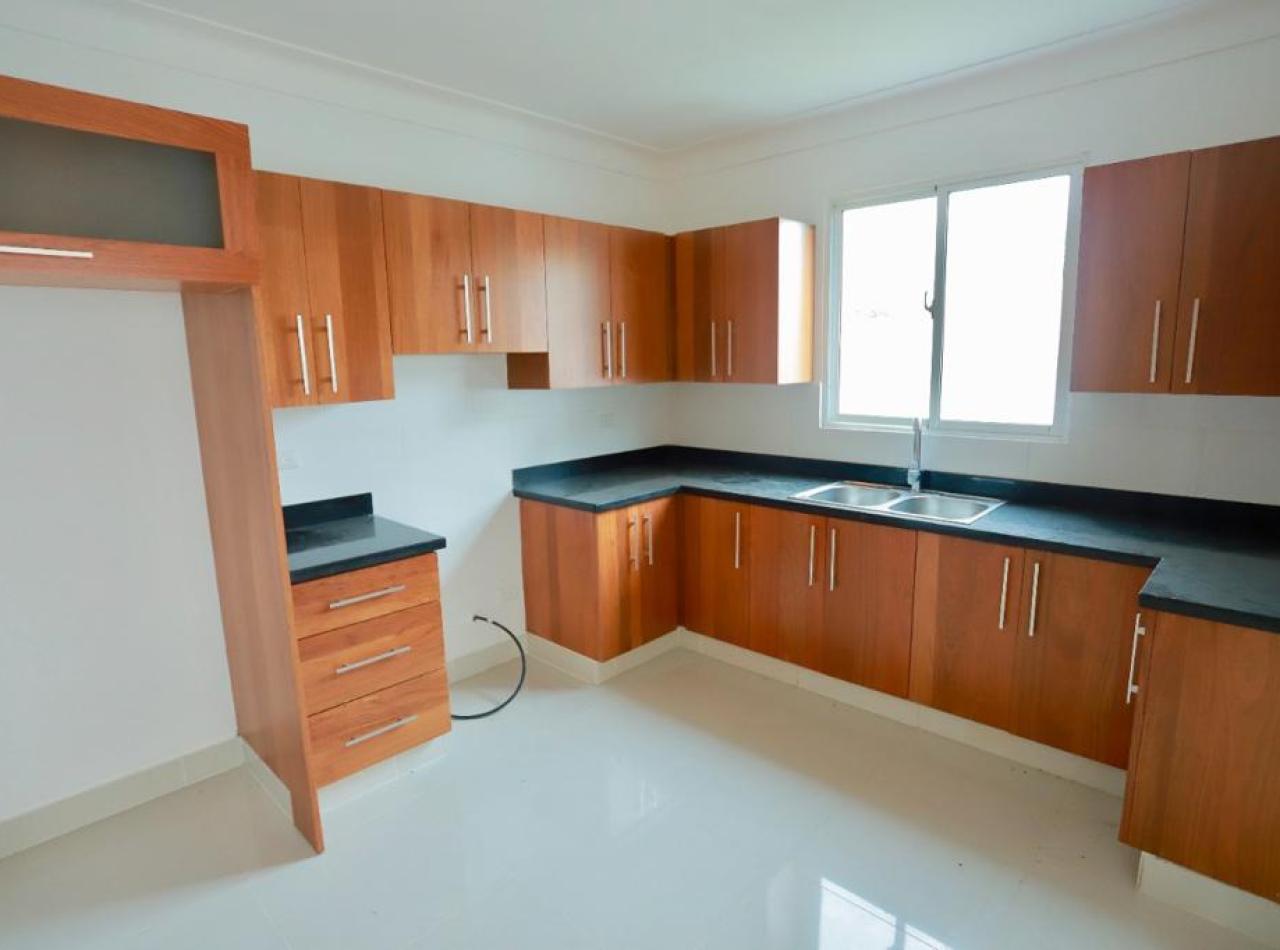 Casa Moderna en Complejo Privado, Residencial Amanecer, Llanos de Gurabo
