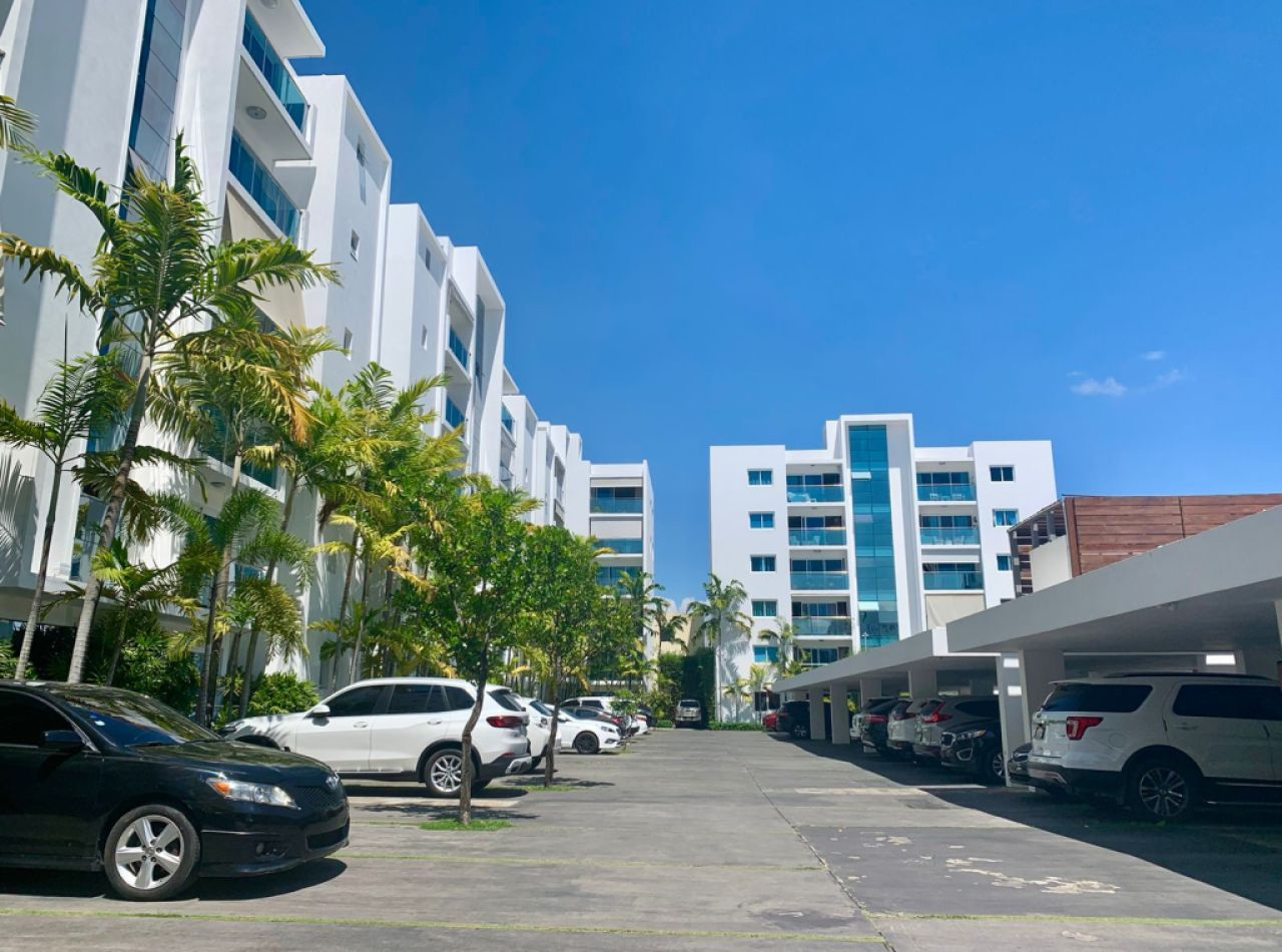 Hermoso Apartamento 1er Nivel Disponible en Lujoso Residencial