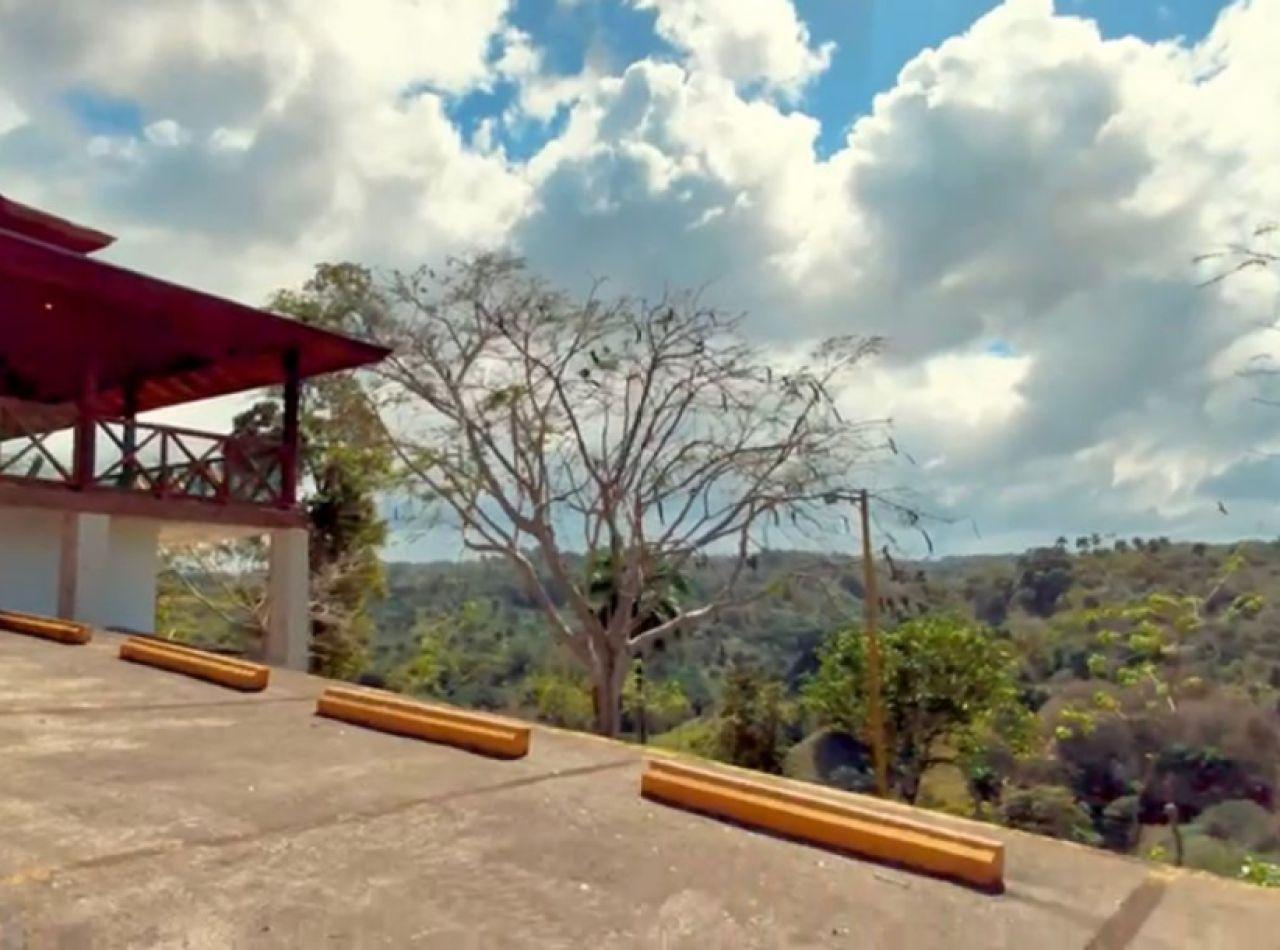 Villa con su Propio Bosque y Acceso al Río en las Montañas