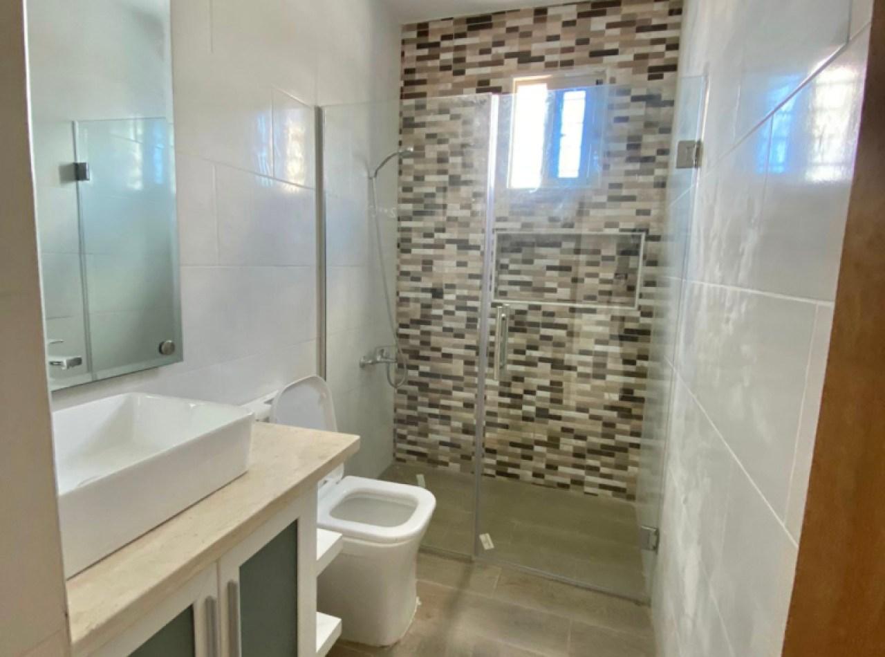 Casa Nueva y Atractiva en Proyecto Cerrado, Gurabo
