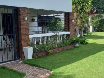 Amplia Casa con Patio en Los Cocos, Carretera Jacagua
