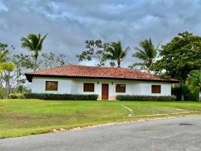Villa Preciosa de 4 Habitaciones en Golf Cottage con Vista al Hoyo 9