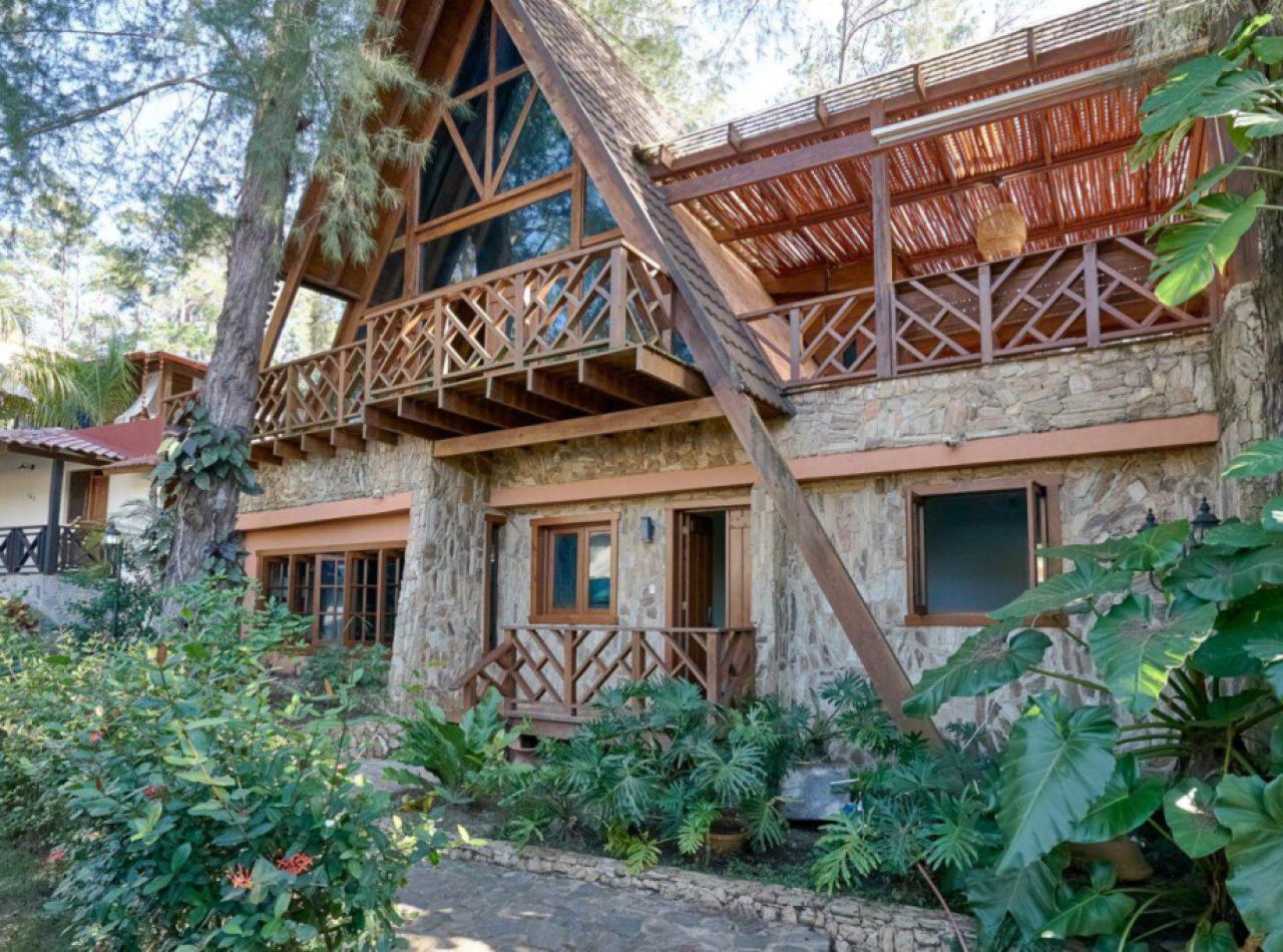 Hermosa Villa con Piscina en Proyecto Privado en Jarabacoa