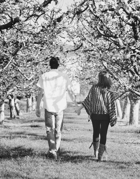 César, junto a su chica, caminando hacia la libertad financiera :D