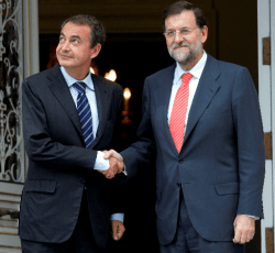 zapatero-y-rajoy-250x230% - A este paso Zapatero será convertido en  Santo y Mártir