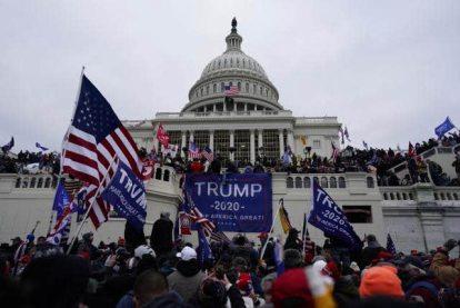 INVASION-CAPITOLIO% - La democracia estadounidense ha sido violada cual república bananera
