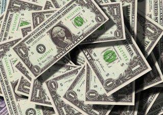 dolares% - ¿Aún está por llegar más dinero?