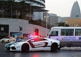 ドバイ警察パトカー