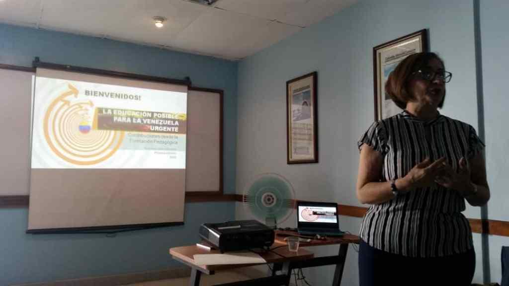 La Dra. María Lourdes Piñero M. en un momento de la presentación del libro