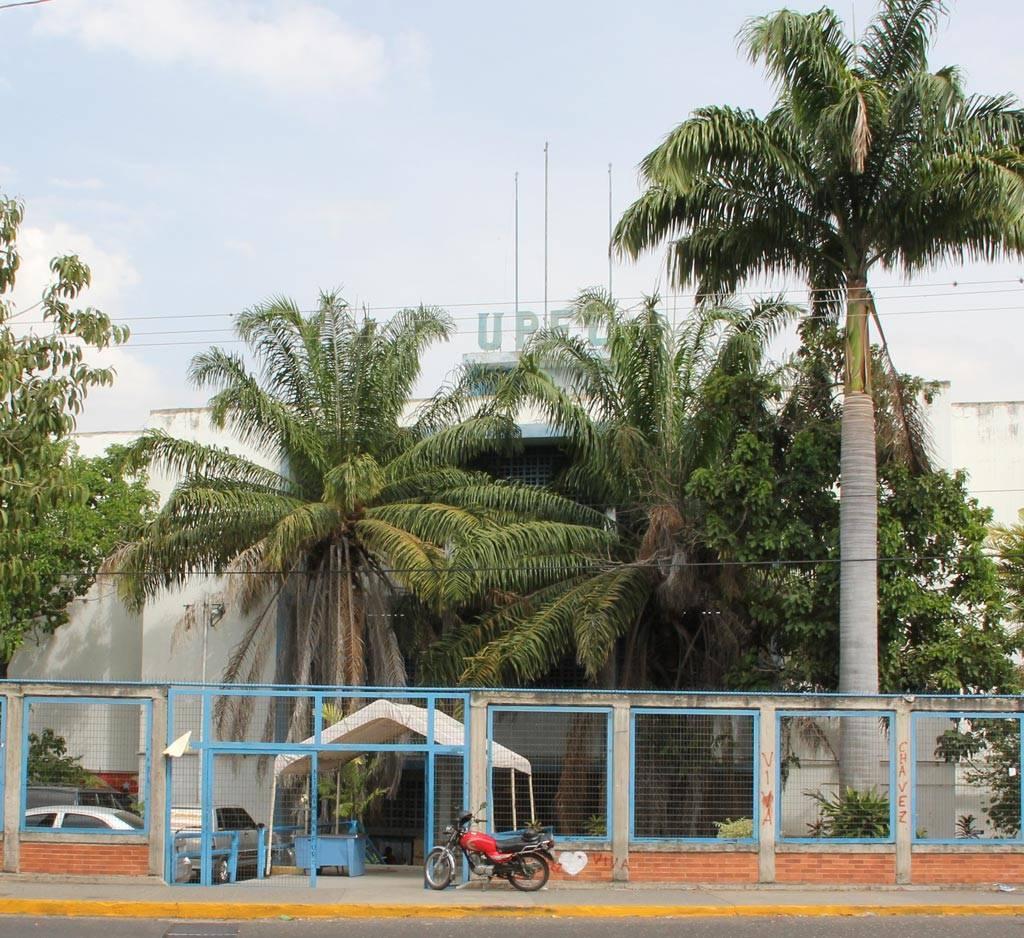 Fachada de la entrada del Edificio Sede de la UPEL IPB, sede Sector Este. Av. Vargas final con Av. Libertador. Barquisimeto, Venezuela
